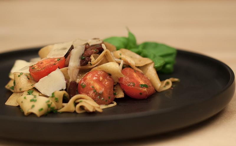 Pasta med fläsksida tomater och parmesan